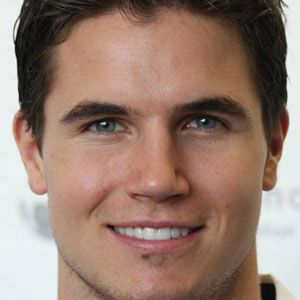 Robbie Amell Age
