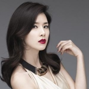 Lee Bo-young Age