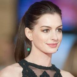 Anne Hathaway Age