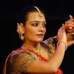 Manisha Gulyani Age